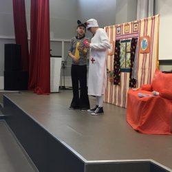 """Младшие школьники посмотрели """"экстремальный"""" спектакль"""