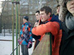 Десятиклассники сыграли в хоккей в валенках