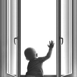 На улице тепло? Окна открыты? Это опасно!
